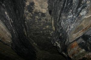 De vastes tunnels souterrains sous les pyramides.
