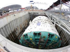 """Dans cette photo avec une lentille grand angle fish-eye, """"Bertha"""", le tunnelier massif qui a été mystérieusement bloqué en creusant sous Seatle"""