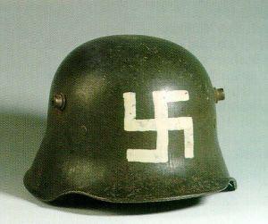 """Dans la contre révolution allemande de octobre 1918 a mars 1920,la swastika et les couleurs noir,blanc,rouge sont les signes de ralliement des Corps Francs,dans leur combat contre les """"rouges""""."""