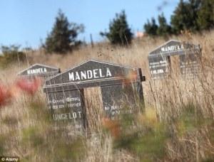 La tombe des Madela: essayez de trouver une autre tombe comme celle-la en Afrique. C'est une tombe franc-maçonne.