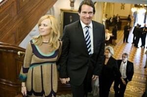 La gouvernance  bourgeoise au service des banquiers et des mass médias. Julie Snyder et Pierre Karl Péladeau.