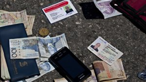 En Haiti,ce sont toujours des sommes  d'argent moyennes  qui sont saisies.Le gros de l'argent circule par transfert inter-banques...via souvent les  paradis fiscaux.