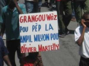 Pendant que les barons haïtiens de la drogue  empochent des millions de dollars et que la famille Marlelly détourne  l'argent public,le peuple commence à crier son désarroi.