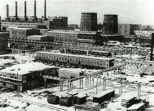 """Près du """"camp de travail d'Auschwitz,les usines poussèrent comme des champignons...et les investissements américains aussi."""