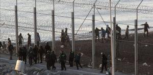 Les morts n'ont pas seulement eu lieu  par noyade,mais aussi par la tentative d'escalader  la barrière frontalière.