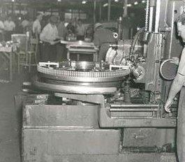 Grâce aux investissements de General Motor,l'usine Opel se met à fonctionner à plein régime.On fabrique davance l'élément clé de la Blitzkrieg:le camion du même nom.