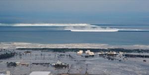 Le séisme de 9,8 au large du Japon provoque un gigantesque tsunami,le 11 mars 2011.Ici,on voit l'arrivée de la vague.