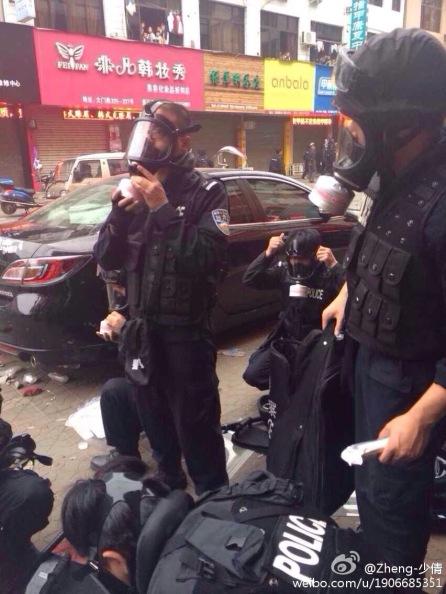 Arrivée des policiers .