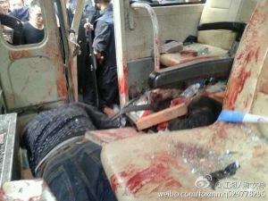 L'intérieur de la camionnette utilisée par les policiers criminels.La foule a été sans pitié.