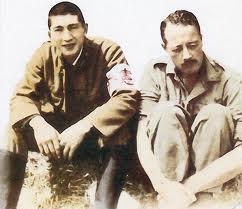 """Rare photo existante du major Shigatsugu  (à gauche) responsable  de la  propagande  et """"patron désigné"""" de Charles Hugues Cousens (à droite) et de Iva Toguri."""