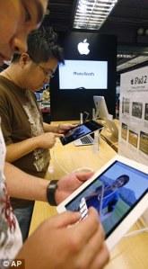 La  forte demande pour les iPods et iPads dans l'ouest a alimenté  et généré les conditions de travail difficiles pour les fournisseurs de pièces en Chine