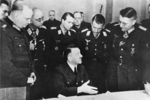 Tard le 6 juin 1944, Adolph Hitler s'entoura de ses généraux...pour consultations.