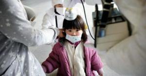 Les enfants de Fukushima sont en train de mourir.Plus de 48 pour cent des quelque 375 000 jeunes, soit près de 200 000 enfants-testés par l'université médicale de Fukushima près des réacteurs fumants souffrent désormais d'anomalies thyroïdiennes pré-cancéreuses, principalement des nodules et des kystes