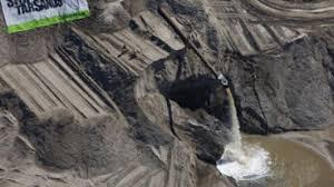 Qui peut oser dire que ceci est beau? La région des sables bitumineux au nord de l'Alberta n'est pas touristique,c'est un enfer.