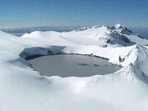 13.-lac volcanique Deriba, Jebel Marra - Durfur, Soudan. Jebel Marra,un  volcan a explosé il y a près de 3500 ans pour former ce magnifique lac volcanique dans le sud du Soudan. Le volcan sous le cratère est inactif, mais pas éteint. Ce qui signifie qu'il pourrait éclater à tout moment.
