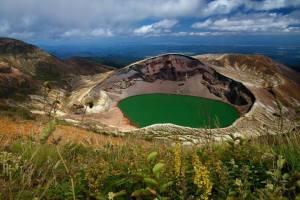 14.-lac volcanique du mont Ruapehu, Nouvelle-Zélande. Ruapehu est connu comme l'un des volcans les plus actifs (et les plus grands) dans le monde. Le lac le plus profond volcanique dans le centre des trois pics majeurs et se remplit d'eau entre chaque éruption.