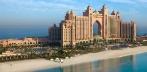 Les hôtels de la démesure et de la richesse artifdicielle ,à Dubaï.