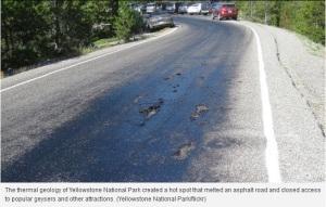 La fonte de l'asphalte est très visible sur cette photo.