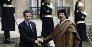 En contre-partie de la libération des infirmières, Nicolas Sarkozy accepte que le Guide libyen séjourne en France en décembre 2007, à l'occasion d'une tournée en Europe. Un séjour polémique : l'accueil du chef d'un Etat libyen où les droits de l'Homme ne sont pas toujours respectés provoque l'indignation de l'opposition ainsi que d'une partie de la majorité de Nicolas Sarkozy -et notamment Rama Yade, alors secrétaire d'Etat chargée des droits de l'Homme. Mais entre eux,les Illuminati se comprennent bien!/