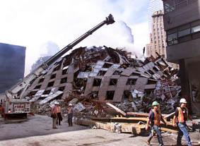 Le WTC-7 au sol.