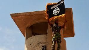 Le drapeau de l'État Islamique flotte au-dessus du nord de l'Irak et de la Syrie.