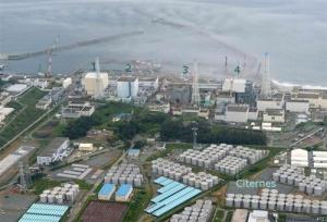 Vue aérienne des  citernes d'eau irradié. Le journaliste qui a  publicisé cette photo a été arrêté.