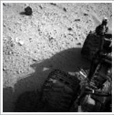 Le 26 septembre 2012,à 16h01:11 UTC, la caméra de navigation (NAVCAM) donnait cette image. (Archives du rover Curiosity sur Mars.)