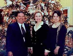 Durant la présidence de Bill Clinton,Hillary Clinton  se permit de recevoir le puissant contrebandier de  drogues dures (cocaîne,etc) ,Jorgue Cabrera ,à la Maison Blanche...durant les fêtes.