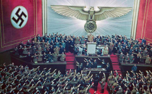 En 1938,le Führer Adolph Hitler est acclamé à tout rompre par un parlement en liesse .Il venait de réussir à rapatrier l'Autriche.