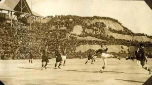 En 1925,le stade Camp Nou près de Barcelone.