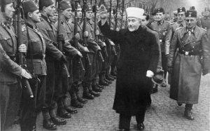 Husseini,le grand Mufti de Jérusalem en 1944. Le principal alié du Führer Adolph Hitler dans la région. Il porte le nom magique et  fatal de Hussein...aussi.
