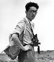 Yosuke Yamahata,le photographe qui aura la présence d'esprit de prendre des photos qui seront censurées pendant plus de cinquante longues années...surtout aux Etats-Unis d'Amérique qui chercheront à minimiser l'impact sur la population japonaise!Sa témérité lui contera la vie quand vingt ans plus tard ,on diagnostiquera un cancer du duodénum :un cancer malin qui le tuera!