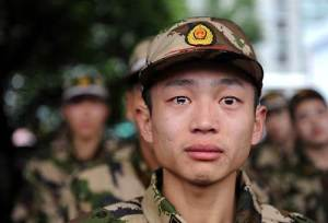 Jeunes soldats birmans dans l'attente d'être envoyés au front contre des terroristes.