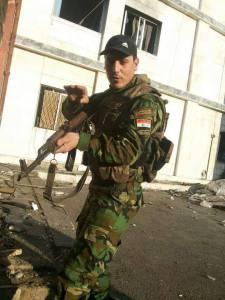 Un jeune soldat syrien en patrouille.