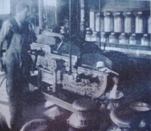 1917-Début de la pasteurisation du lait à grande échelle. Devant la crise alimentaire qui sévit en europe et l'expansion de diverses épidémies ,dont la grippe espagnole,la pasteurisation du lait rendit un service incalculable à l'humanité,à cette époque.