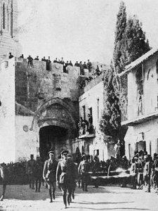Photo d'un coin de la ville de Jérusalem,en 1917,après l'arrivée du colonel Thomas E. Lawrence (Lawrence d'Arabie) à Akaba,au sud de la Palestine. La prise d'Akaba marque le début de la fin de l'Empire Ottoman que le dictateur Erdogan de Turquie veut venger.