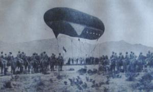 Ballon d'observation installé par l' US Army sur la frontière mexicaine en 1917.Le contre-espionage américain et britannique savaient que les allemands cherchaient à entraîner les mexicains dans la guerre à leurs côtés...donc les américains les surveillaient particulièrement.