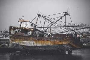 Un jour de 1850, des pêcheurs d'Easron Beach, au Rhode Island, virent un navire se diriger droit vers la côte. Lorsqu'il fut échoué sur la plage, ils découvrirent un bateau complètement vide. Pourtant, le café était en train de bouillir, les livres de bord étaient à jour et les instruments de navigation en parfait état, une odeur de tabac régnait encore et un chien était assis seul sur le pont. Aucun corps ne fut retrouvé ou rejeté sur la côte les semaines suivantes.
