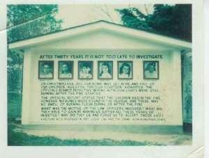 La nuit du 24 décembre 1945, Jenny et George Sodder crurent perdre leurs cinq enfants dans l'incendie de leur domicile. Pourtant, aucun corps ne fut retrouvé dans les débris. Cette absence de corps et la découverte du fil de téléphone coupé laissèrent croire que les enfants avaient été enlevés avant l'incendie. Mais l'affaire ne fut jamais résolue.