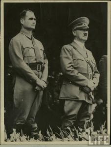Rudolph Hess en compagnie du Führer./ Rudolph Hess with the Führer.