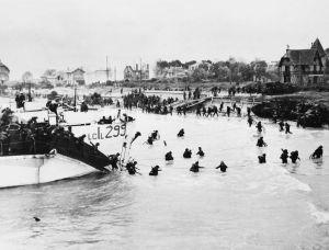 Les troupes britanniques et canadiennes débarquent à Juno Beach, le 6 juin 1944. (Mary Evans/Sipa)