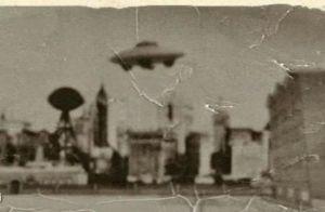 Ce serait la seule cope de la photo de la fameuse soucoupe volante de Nikola Tesla.