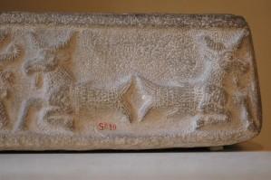800px-Goatfishes_Louvre_Sb19