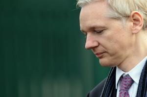 Un Julian Assange fort ému ...surement de cette nouvelle!