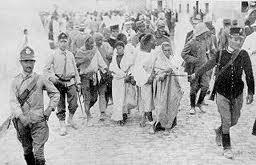 L'esclavage du peuple libyen avait commencé bien avant la Deuxième Guerre Mondiale par l'invasion italienne .