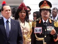 C'était ces photos de la mise en esclavage du peuple libyen par les soldats italiens que Kadhafi aborait sur son uniforme devant Berlusconi...pour discuter de la dette italienne à l'endroit de la Libye.