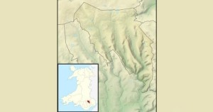 Un archéologue amateur originaire du Pays de Galle a découvert les traces d'une hutte de berger remontant à l'âge de bronze. La hutte, découverte à l'aide de Google Earth à Blaenau Gwent, serait vieille d'environ 4500 ans. Sur les images satellites, la hutte ne semble être qu'un simple cercle isolé parmi un habitat dense. En explorant le site, l'archéologue Ian Fewings fit l'incroyable découverte qu'il s'agissait en fait d'anciens vestiges.