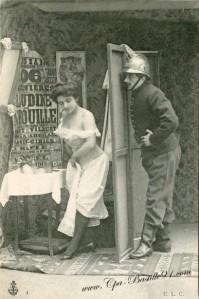 carte-postale-ancienne-pompier-et-femme-0394-387x582