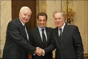 Paul Desmarais,l'ancien Maître illuminati du Québec,avec Nicolas Sarkozy au centre et Jean Charest,l'ancien premier-ministre du Québec qui a érigé l'actuel système politique en cours,au Québec,autour de la corruption,de la collusion et du crime organisé.