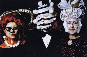 Tout le monde était masqué.